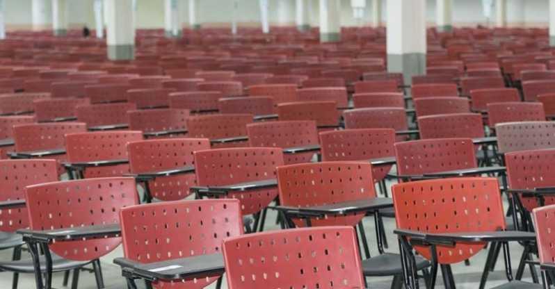 Cadeira Universitária com Prancheta Dobrável Pompéia - Cadeira Universitária Braço Escamoteável