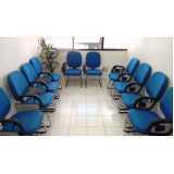 cadeira universitária com braço móvel